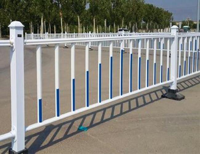 如何延长公路防护栏的使用年限