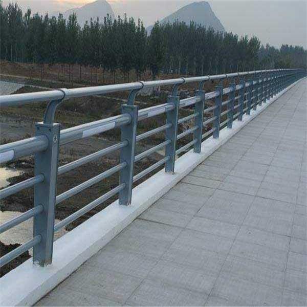 防撞护栏是常见的交通安全设施,其意义是什么