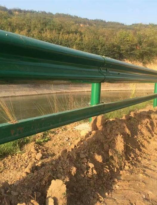 两波形护栏板